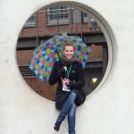 Maedchen mit buntem Schirm   HafenCity