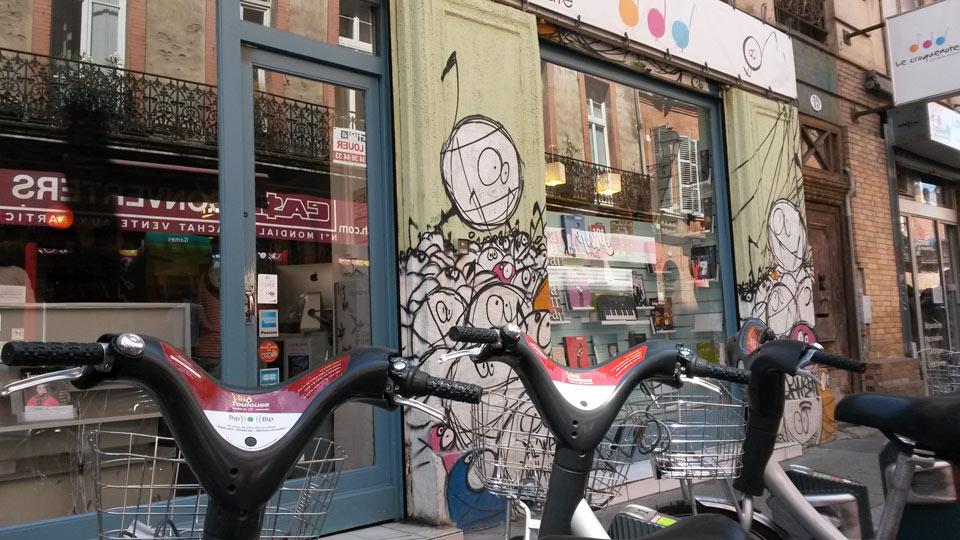 Toulouse-Leihfahrräder-Graffiti