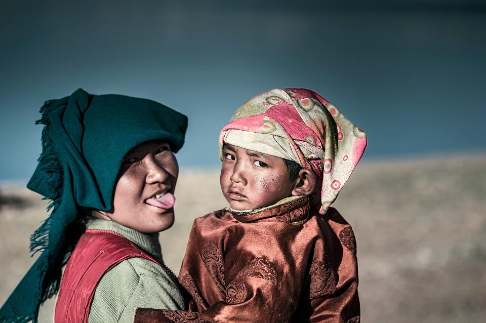 Tibeterin-mit-Kind-NP002041-rs